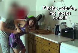 Se folla a la fuerza a su madrastra en la cocina