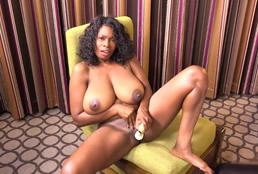 imagen Madura negra de 47 años hace un casting porno