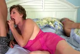 imagen Su nieto le da lo que no puede darle su marido