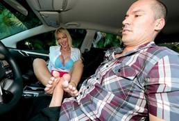 imagen Madura buscona seduce a su alumno del autoescuela