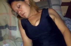 imagen Se encuentra a su tía borracha y la folla sin cortarse