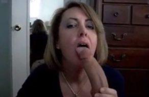 Madura chupa polla y no para hasta saborear el semen de su marido