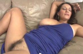 Manosea a su madre dormida con la esperanza de que le haga una paja