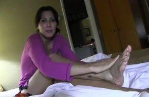 imagen Madre muy caliente se despierta con una corrida en el culo