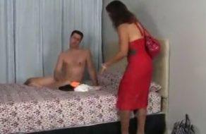 imagen Madura peluda folla con su hijo al descubrirle pajeándose con su lencería