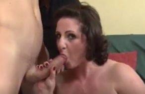imagen Gorda italiana follada por el culo por unos jovencitos