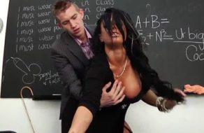 imagen Profesora con grandes tetas follada en su despacho por uno de sus alumnos