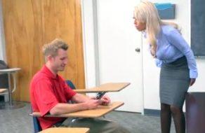 imagen Profesora maciza se folla a su alumno después de enfadarse con él