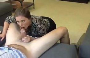 imagen Puta obediente le hace una mamada a su marido al llegar a casa