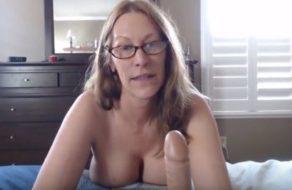 Esposa muy zorra graba un vídeo demostrando cómo chupa polla