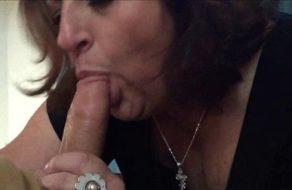 Madura experta en mamadas le saca toda la leche a su amante