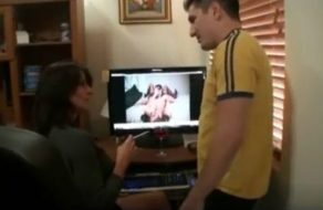 Madre viciosa encuentra el porno de su hijo y se lo folla