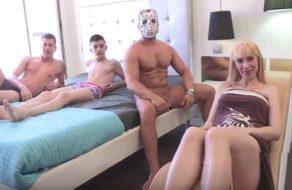 imagen Embarazada española cumple su fantasía de follar con dos tíos