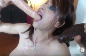 Madura tetona demuestra porque es la reina de la garganta profunda
