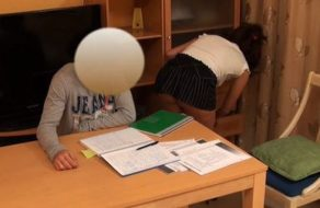 Profesora española calienta a su alumno para que se la meta