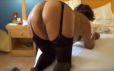 6edb031201 Vieja viciosa se pone lencería para que su marido le folle bien el culo -  Videosxxxmaduras.xxx