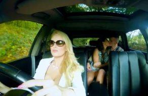 imagen Madura muy puta se folla al novio de su hija cuando les ve magreándose en el coche