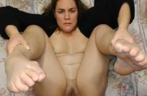 imagen Madura se abre bien de piernas para que su marido se corra dentro