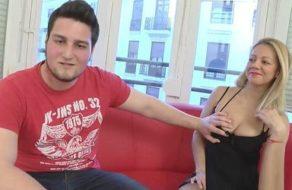 Madurita española inicia en el sexo amateur a un chico joven con ganas de coño