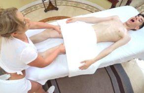 imagen Masajista tetona se folla al novio de una de sus mejores clientas