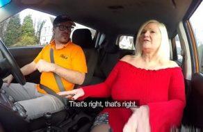 imagen Vieja muy guarra usa su cuerpo de puta para que le aprueben el carné de conducir