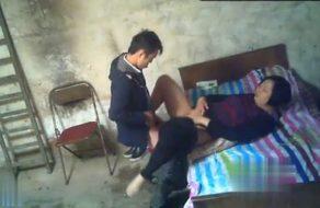 imagen Prostituta china se abre de piernas para que su cliente la folle de inmediato