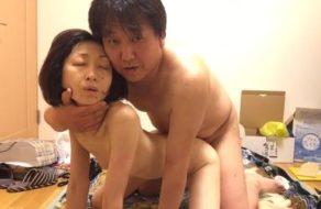 Japones somete a la puta de su esposa para que la veamos follando