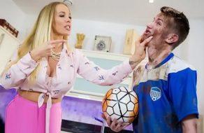 imagen Madre viciosa viola a su hijo por traer la ropa sucia a casa