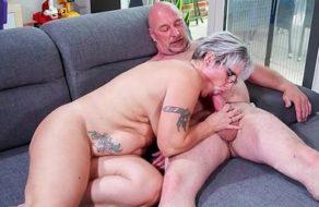 imagen Vieja alemana paga al manitas echándole un polvazo bestial