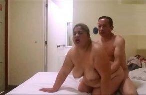 imagen Polvo rápido con la gorda de su mujer mientras le cuelgan las tetazas