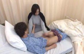 imagen Tetona visita a un amigo en el hospital y se lo folla en la cama