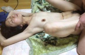 imagen Utiliza a su mujer como un juguete sexual para penetrarla cuando quiere