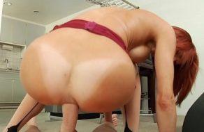 Verónica Avluv cabalgando una polla gorda con el culo ¡El ano le queda roto!