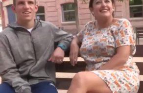 Madura española follandose a uno de sus alumnos ¡Esta cuarentona es una puta!