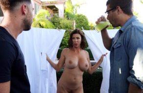 Alexis Fawx invita a sus vecinos para que la follen duro