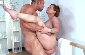 Ama de casa muy puta follada cuando su marido trabaja