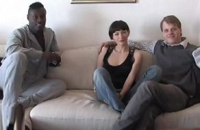 Cornudo ve a su esposa follada por un negro