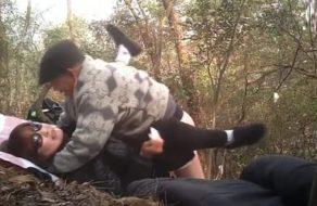 Prostituta china follada por un viejo en el bosque