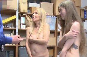 Abuela y nieta folladas en una tienda por robar