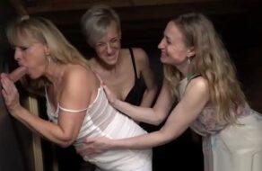 Madre y sus dos amigas se follan a su propio hijo
