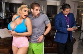 La tetona Amber Alena seduce y se folla a su entrenador