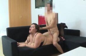 Zorra española pone cachondo a su marido para que la folle duro