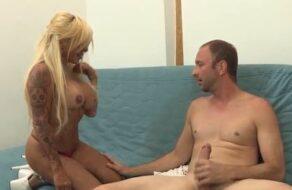 La rubia española Mónica follada muy duro por un pollón enorme